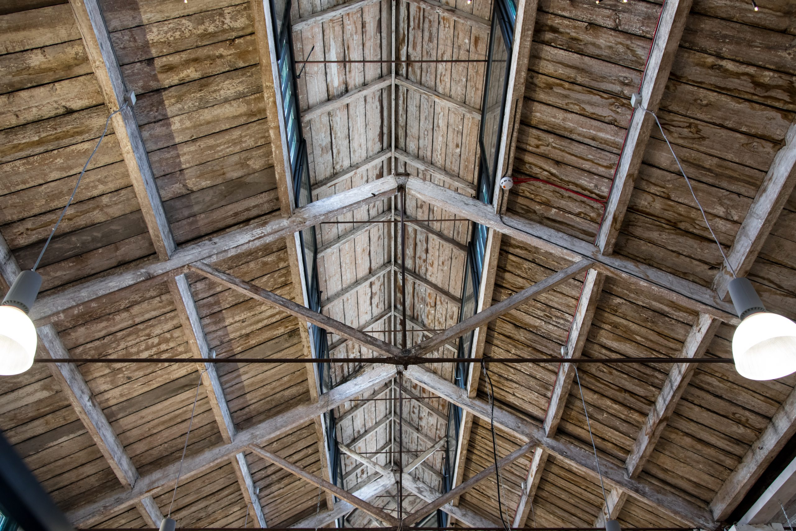 roof with troubled acoustics perfect for line array speakers